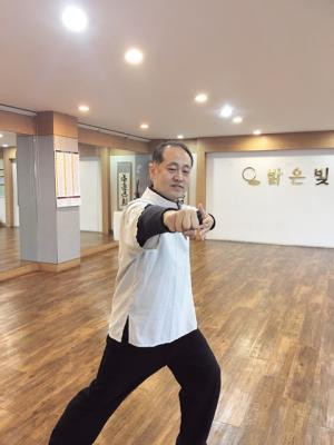 Taichi trains body and mind healthy and sound