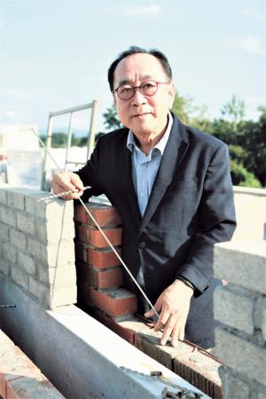 Red brick construction veteran takes responsibility for safety of red brick buildings in South Korea