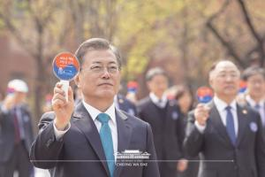 Moon celebrates 101th anniversary of the provisional government